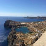 Ausblick von der Akropolis von Lindos auf der griechischen Insel Rhodos