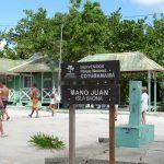 Das kleine Fischerdorf Mano Juan auf der Insel Saona im karibischen Meer