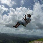 Schaukeln auf dem Montaña Redonda in der Dominikanischen Republik